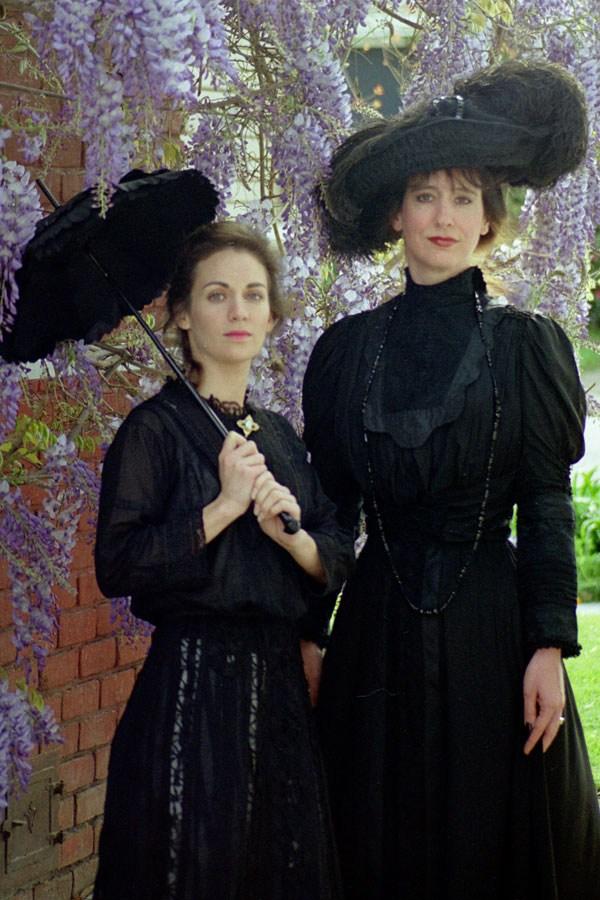 1860-black-silk-parasol-07