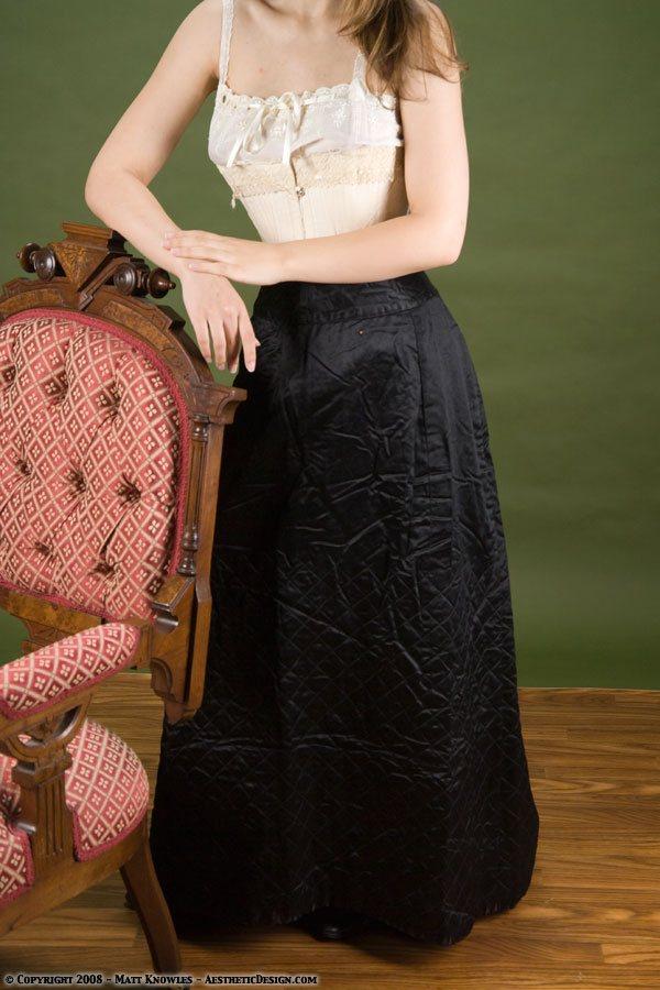 1880-black-quilted-petticoat-02